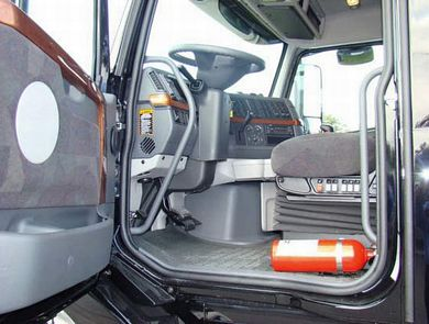 2009 Volvo VNL780 Interior Box Cargo Picture