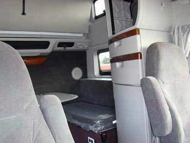2009 Volvo VNL780 Interior Tuck Picture