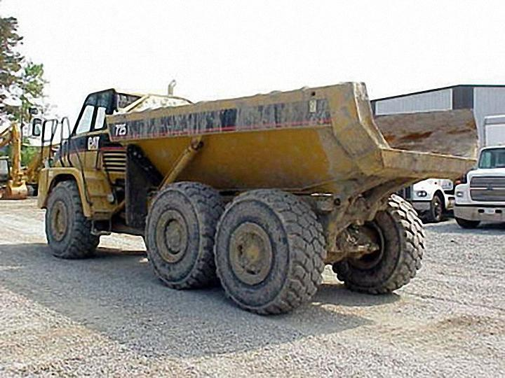 2004 Caterpillar 725 Truck Picture