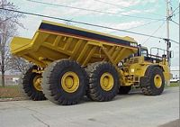 Right Side 1998 Caterpillar D400E Truck Picture