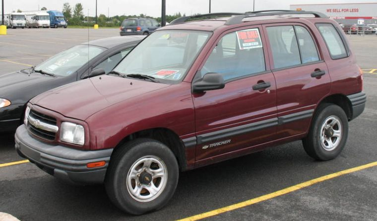 Front Left 2002 Chevrolet Tracker Truck Picture