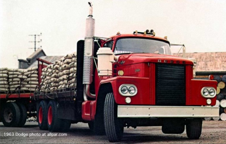 Front Right 1963 Dodge D-900.Cabover Truck Picture