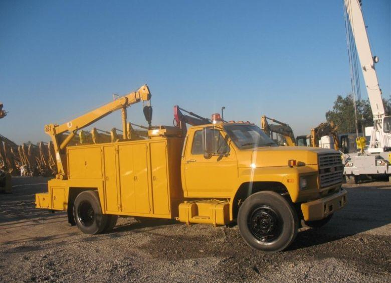 Right Side 1985 Ford F700 Utility Truck Picture
