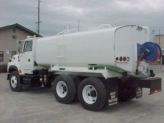 1999 Ford 9000 Truck Picture