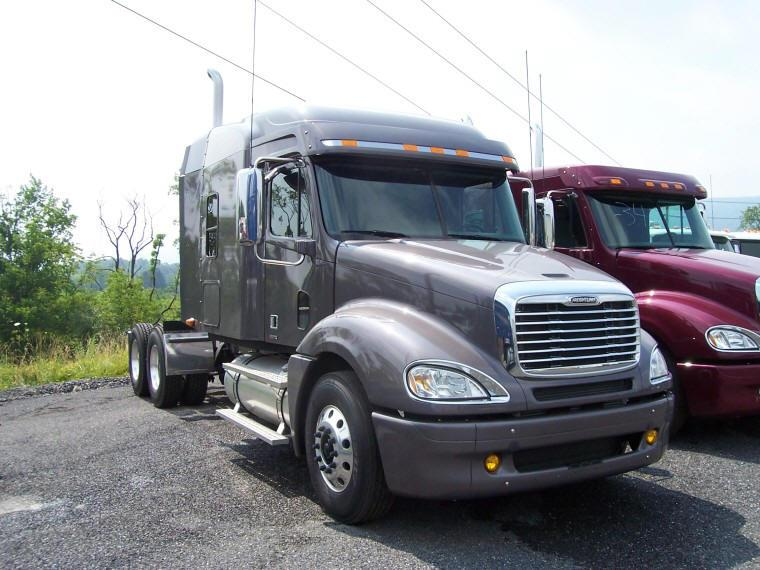 Front right 2008 Freightliner Columbia Truck Picture