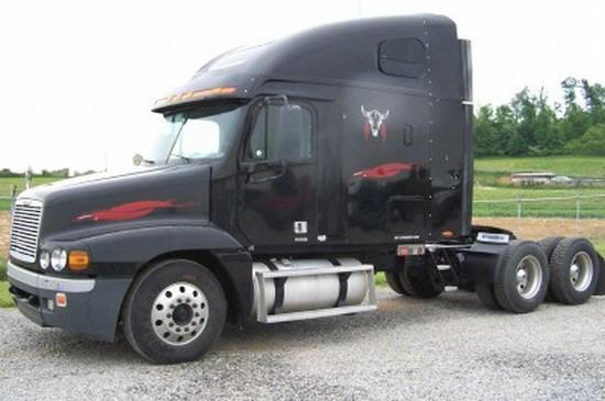 2003 Freightliner FLC Truck Picture