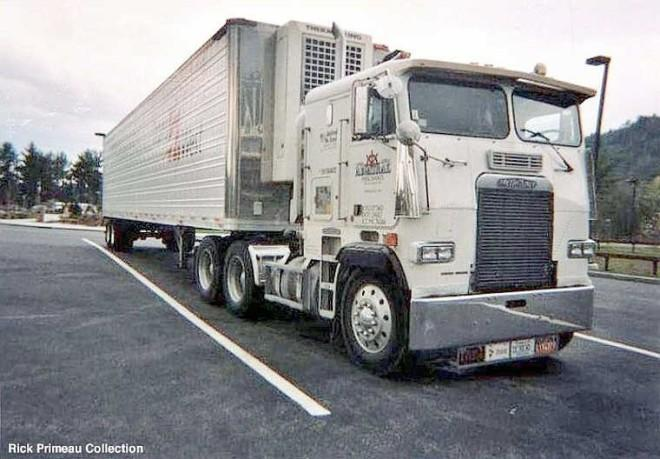Front right 1988 Freightliner Truck Picture