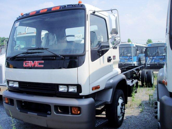 Front Left White 2005 GMC T6500 Truck Picture