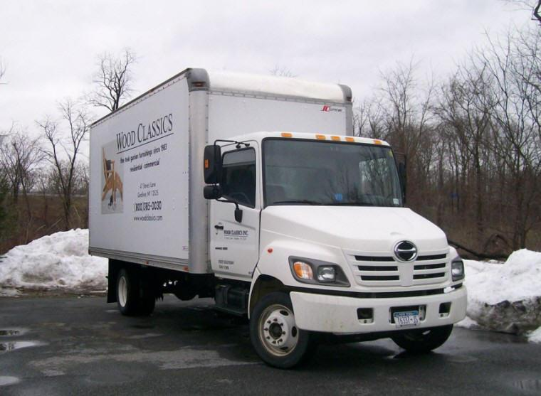 Front right 2005 Hino 185 Truck Picture