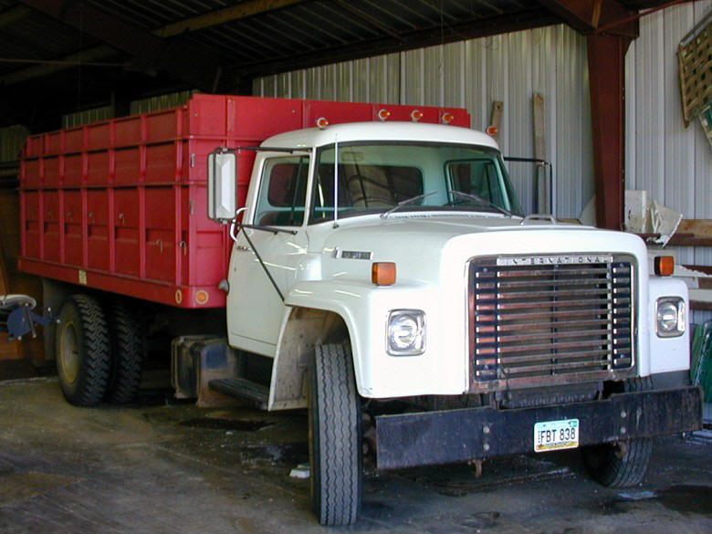 Front right 1976 International Loadstar 731 Truck Picture