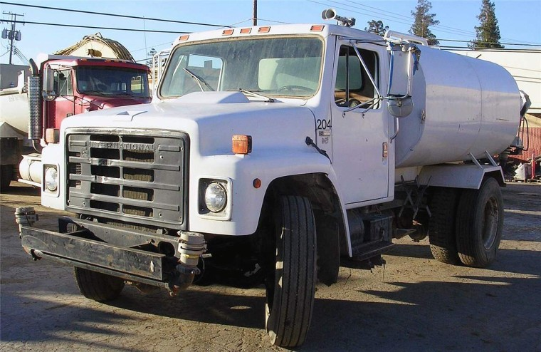 Front Left White 1986 International 1800 Water Truck Picture