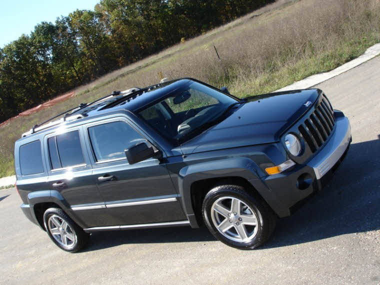 Front Right Black 2008 Jeep Patriot Truck Picture
