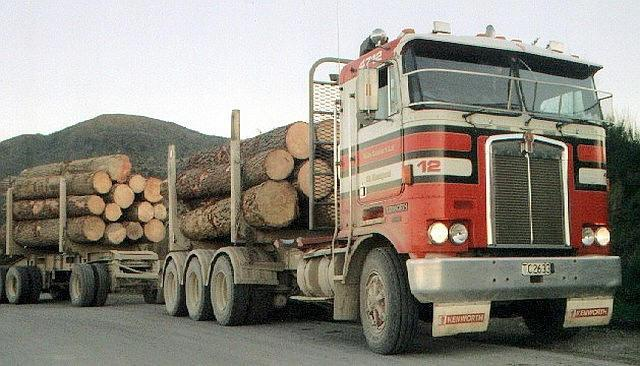 Front right Kenworth 100G Logging Truck Picture