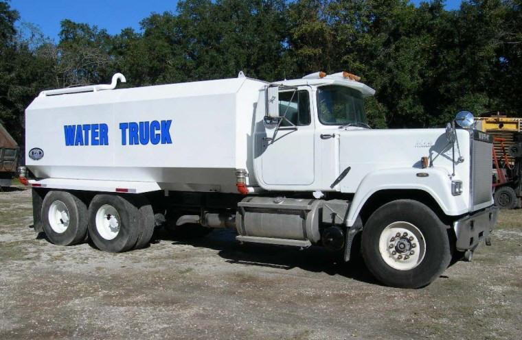 1989 Mack Superliner Water Truck Picture