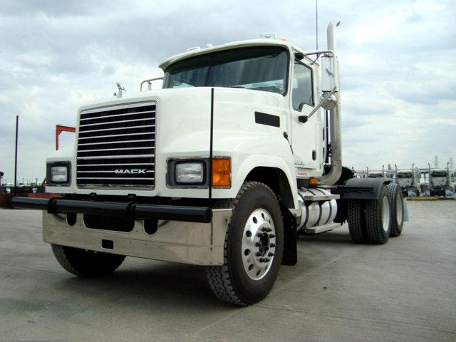 Front Left 2010 Mack CHU613 Truck Picture