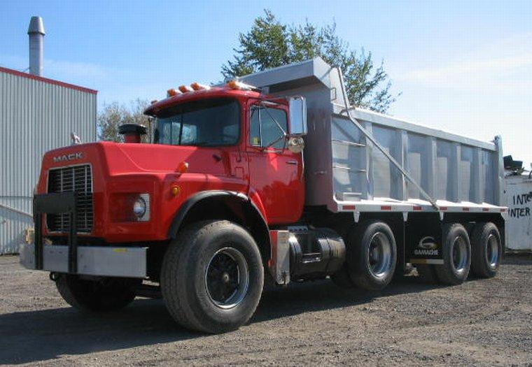 1999 Mack RB688S Truck Picture