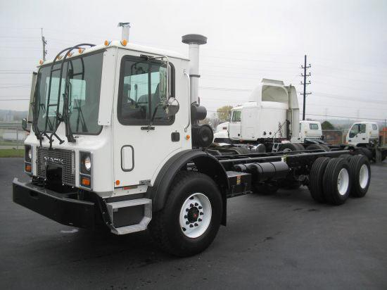 2005 Mack MR688S Truck Picture