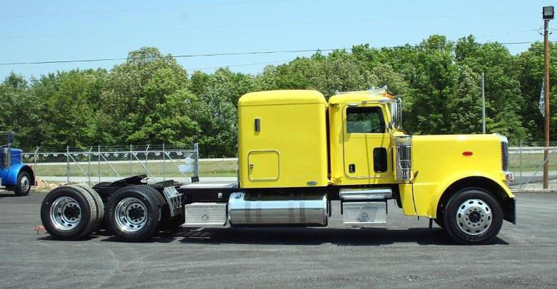 Right Side Yellow 2008 Peterbilt 389 Truck Picture