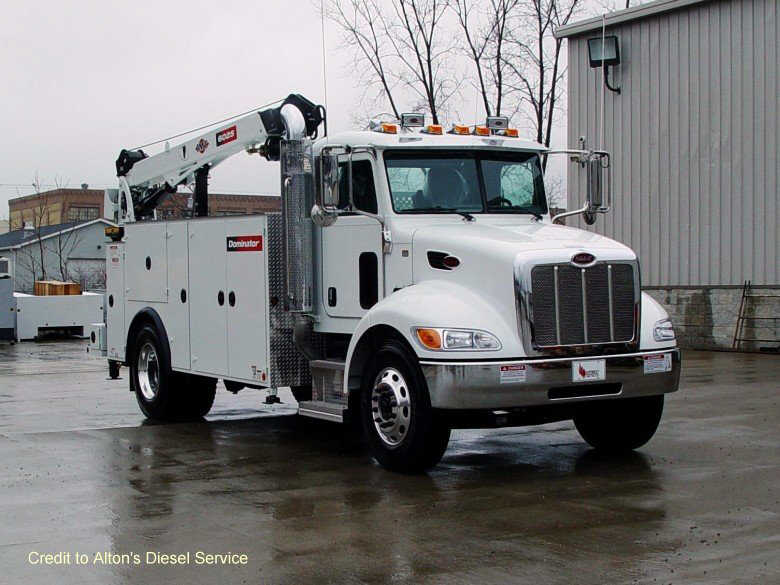 Front Right 2010 Peterbilt Alton Service Truck Picture