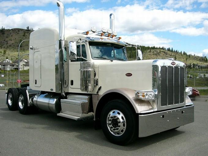 Front Right White 2011 Peterbilt 389 Truck Picture