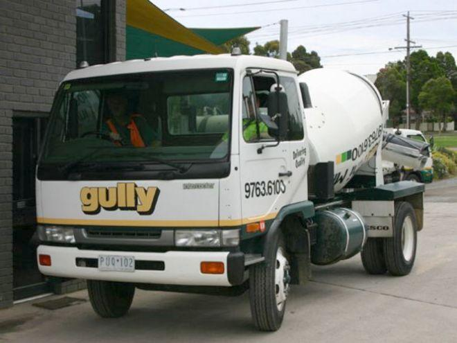2005 UD Nissan LK Mixer Truck Picture