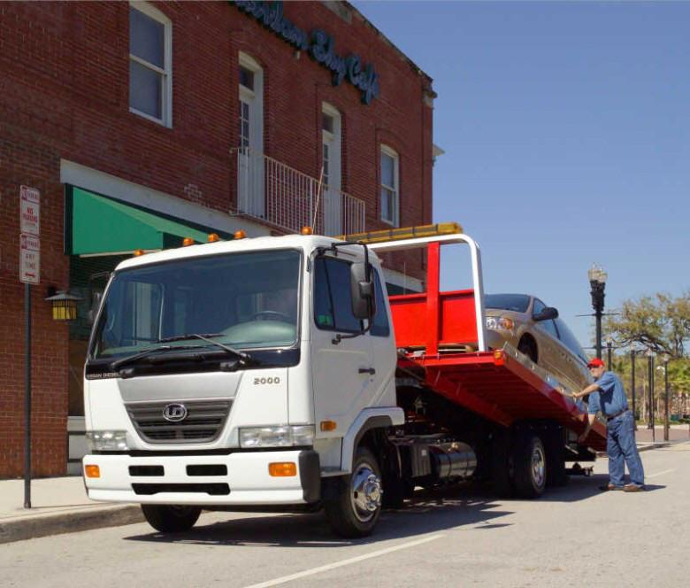 Front Left 2007 UD Nissan 2000 Wrecker Truck Picture