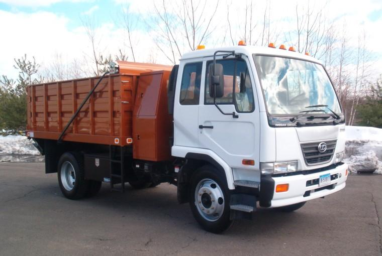 2007 UD Nissan 2300HD Dump Stake Truck Picture