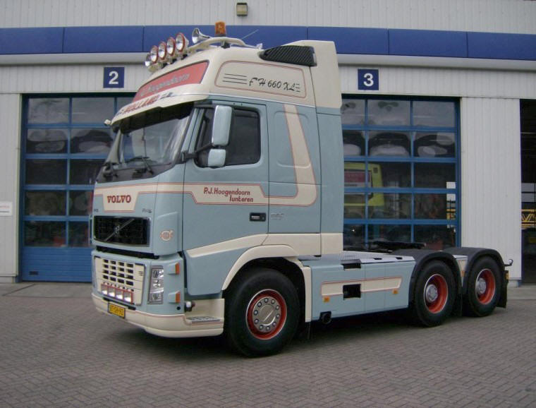 Front Left Volvo FH16 Truck Picture